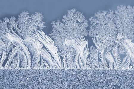 the unique ice patterns on window glass. natural background and texture 版權商用圖片