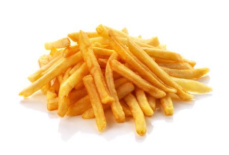 tas de frites sur fond blanc