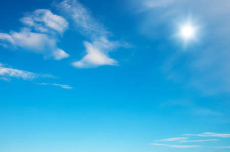 blue sky background with tiny clouds 免版税图像