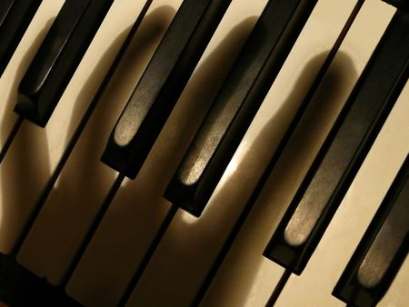 re do: shadow fingers on piano keys