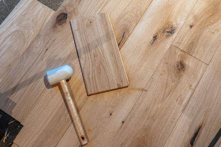 Laying a wooden floor in a new home Zdjęcie Seryjne