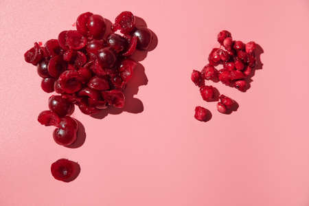 peeled ripe pitted cherries. pink background Banque d'images