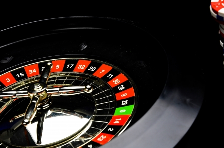 ruleta de casino: Ruleta oscuro, tema de casino, juegos de azar cosas Foto de archivo