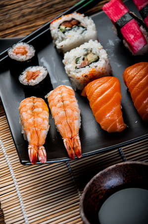 Composici�n decorativa con sushi, mariscos japon�s photo