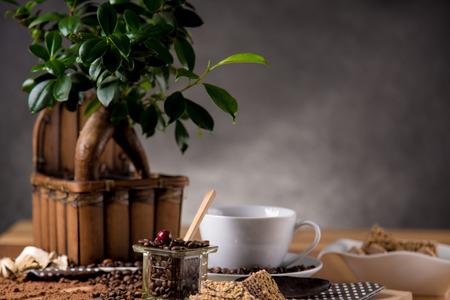 cafe colombiano: Café tradicional Natural en mesa de madera