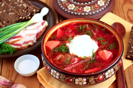 flavored: Hot borsch with brown bread, lard and chives