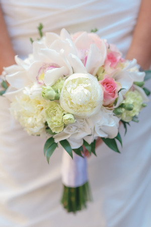 nice wedding bouquet in bride's hand Standard-Bild