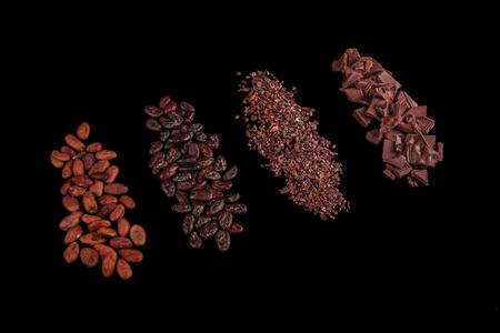 Peeled, chopped cocoa beans Standard-Bild