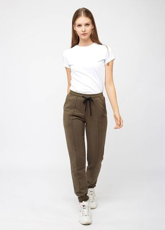 girl in khaki sweatpants and a t-shirt Imagens