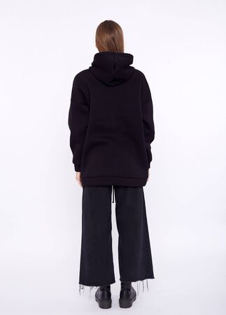 Young girl wearing blank and oversize black long hoody. White background Foto de archivo - 133730647