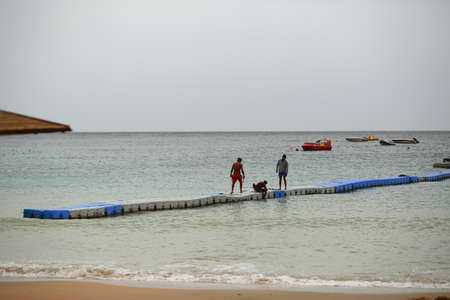 Sharm el sheikh, Egypt - March 12, 2020: Workers trying to fix the broken pontoon after the sea storm 新聞圖片