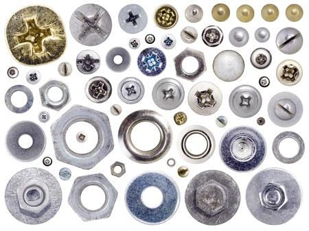 tuercas y tornillos: Conjunto de jefes tornillos y tuercas aislada sobre fondo blanco.