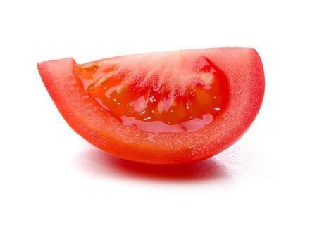 segmento: Segmento di pomodoro isolato su sfondo bianco. Archivio Fotografico
