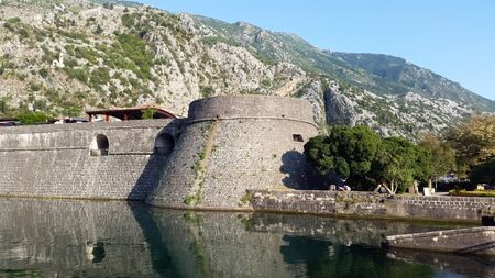old tower and wall of old town Kotor in Montenegro Banque d'images - 148456016