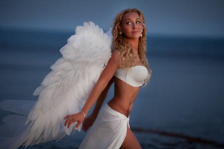 Das schöne Mädchen mit Flügeln