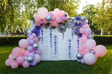 Arch of pink and purple balloons for girl happy birthday party. Outdoors summer event. Festive decorative elements, photo zone. Archivio Fotografico