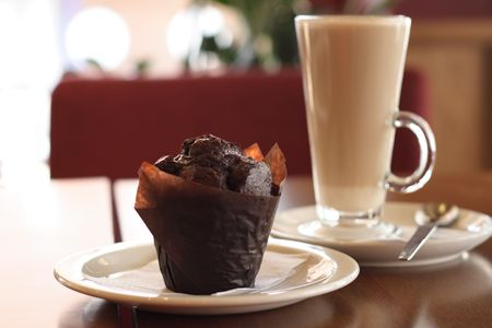 chokolate muffin and coffee latte