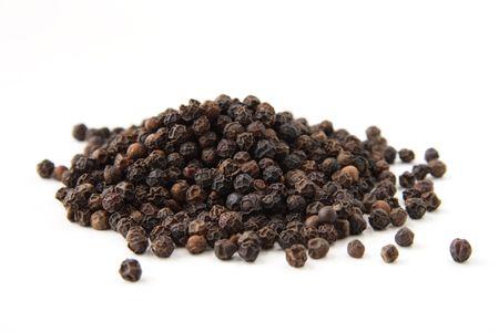 pepe nero: Tutta pepe nero, isolato su bianco. Profondit� di campo, si � concentrata sul centro del palo. Archivio Fotografico