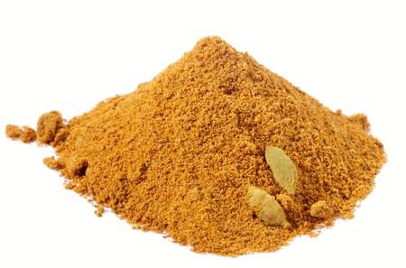 köri: spices - pile of chicken curry over white