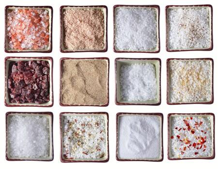 pepe nero: dodici tipi di sale marino in piazza bocce, su bianco