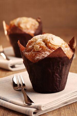 twee amandel muffins  Stockfoto