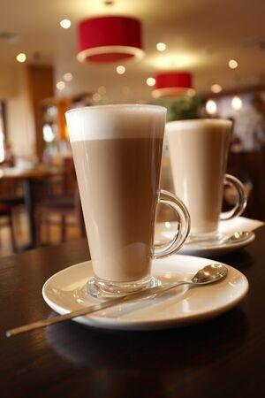 capuchino: caf� latte en vaso alto, vista superior