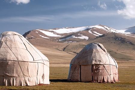 kyrgyzstan: verdadera yurta pastor en Kirguist�n Tien Shan monta�a, Hijo Kul valle Foto de archivo
