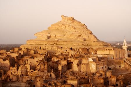 Festung von Shali (Schali) Die Altstadt von Siwa auf sunrise Standard-Bild - 12405043
