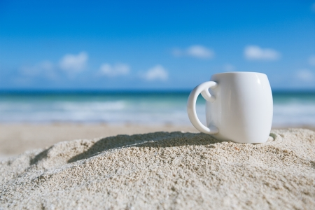 white espresso coffee cup with ocean , beach and seascape. Shallow dof. Stockfoto