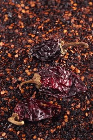 chiles secos: chipotle - hojuelas de chile jalapeño ahumado y el fondo conjunto, dof bajo