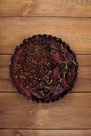 chiles secos: chipotle - jalape�o ahumado hojuelas de chile y todo en un recipiente de cuero, dof bajo
