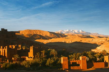 Ait ハドゥ クサル カスバ、モロッコ、アフリカの夕日