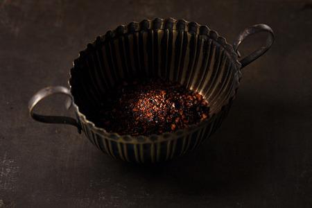 chiles secos: chipotle - jalape�o ahumado hojuelas de chile en lata peque�a en el fondo de metal