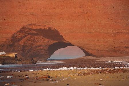 arcos de piedra: Legzira dramatic natural stone arches reaching over the sea, Atlantic Ocean, Morocco, Africa Foto de archivo