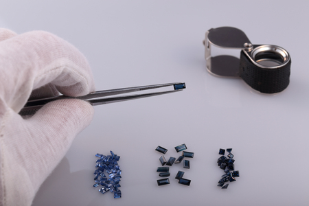gemology: Natural sapphire and tools gemologist. Stock Photo