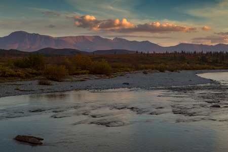 The river and the mountains beyond at sunset. Polar Urals. Russia. Foto de archivo