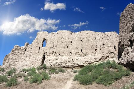 Kyzyl-kala fortress ruins (XII - XIII century) (Red fortress), ancient Khorezm, in the Kyzylkum desert in Uzbekistan Stock fotó