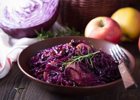 red cooked: Spicy red cabbage stewed with apples and blackcurrant Stock Photo