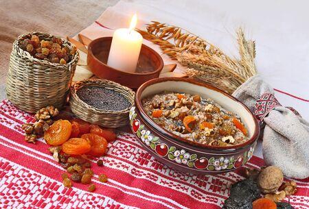 크리스마스 이브에 준비되는 밀가루 뚜껑 Kutya는 크리스마스 이브에있는 전통 음식입니다.
