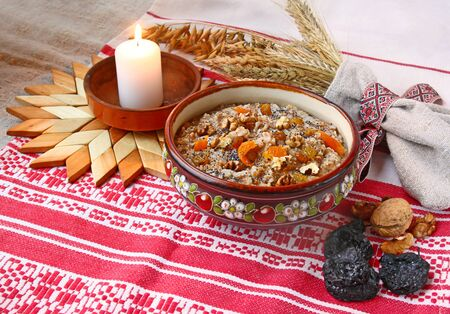 consuetude: Pot with wheat porridge which is prepared on Christmas Eve Kutya is a traditional food on Christmas Eve.