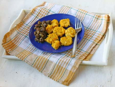 giblets cooked: Delicious pumpkin dumplings with the fried chicken hearts on a white tray
