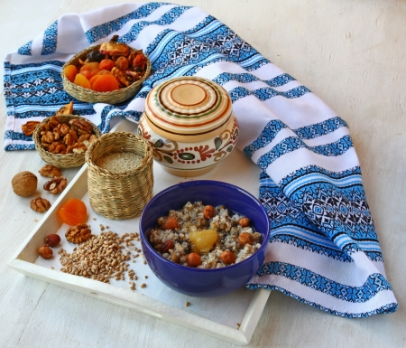 consuetude: Small basket with wheat porridge which is cooking on Christmas Eve Kutya is a traditional food on Christmas Eve