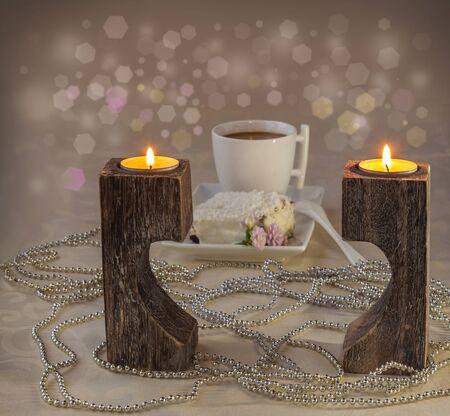 petit dejeuner romantique: Petit-d�jeuner romantique avec caf� et biscuit sucr� Banque d'images