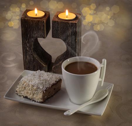 desayuno romantico: Desayuno romántico con café y galleta dulce