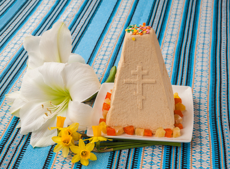 consulted: Traditional curd Easter cake on embroidered tablecloth next to the white flower and yellow flowers Stock Photo
