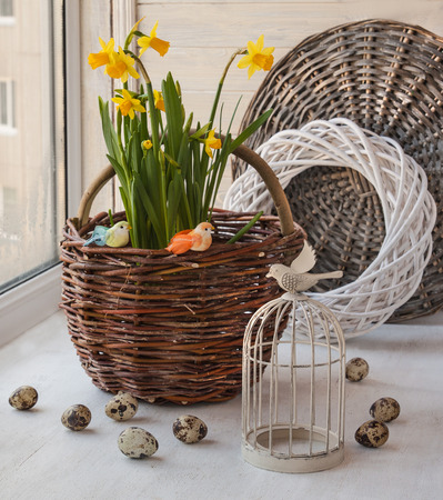 huevos de codorniz: Yellow daffodils next vintage decorative cage. Easter composition window