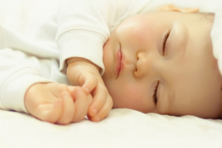 美しい眠っている赤ちゃんのクローズ アップの肖像画