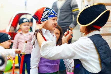pirata: chico pintura de la mujer