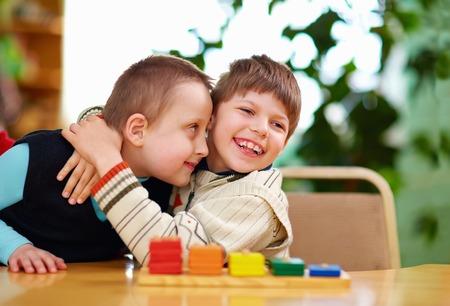 유치원에서 장애를 가진 행복한 아이들 스톡 콘텐츠