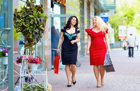 to size: happy plus size women shopping Stock Photo